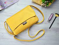 Маленькая жёлтая сумочка