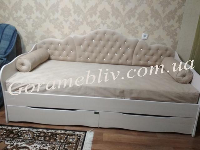 """На фото: детская кровать для девочки """"Л-6"""" с ящиками и подушками"""