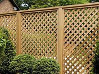 Деревянный забор с решетками LNK