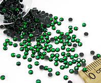 (10грамм ≈ 900-1000шт) Стразы SS10 стеклянные (2,7-2,9мм) термоклеевые Цвет - зеленый