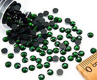 (10грамм ≈ 400шт)  Стразы SS16 стеклянные (3,7-4мм) термоклеевые Цвет - Зелёный