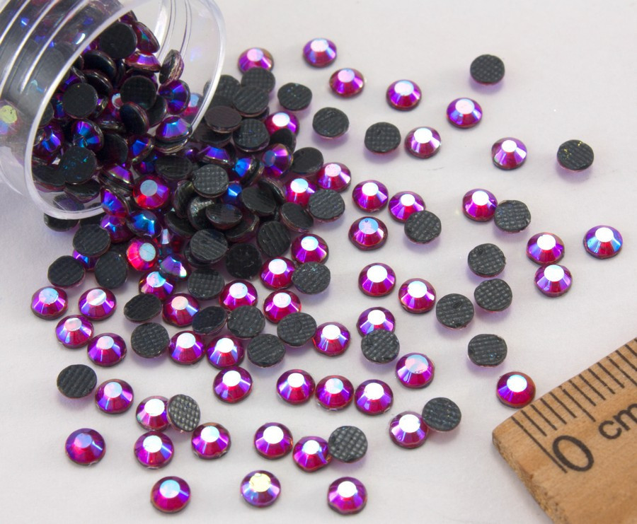 (10грамм ≈ 400шт)  Стразы SS15 стеклянные (3,5-3,5мм) термоклеевые Цвет - Красный с синим напылением