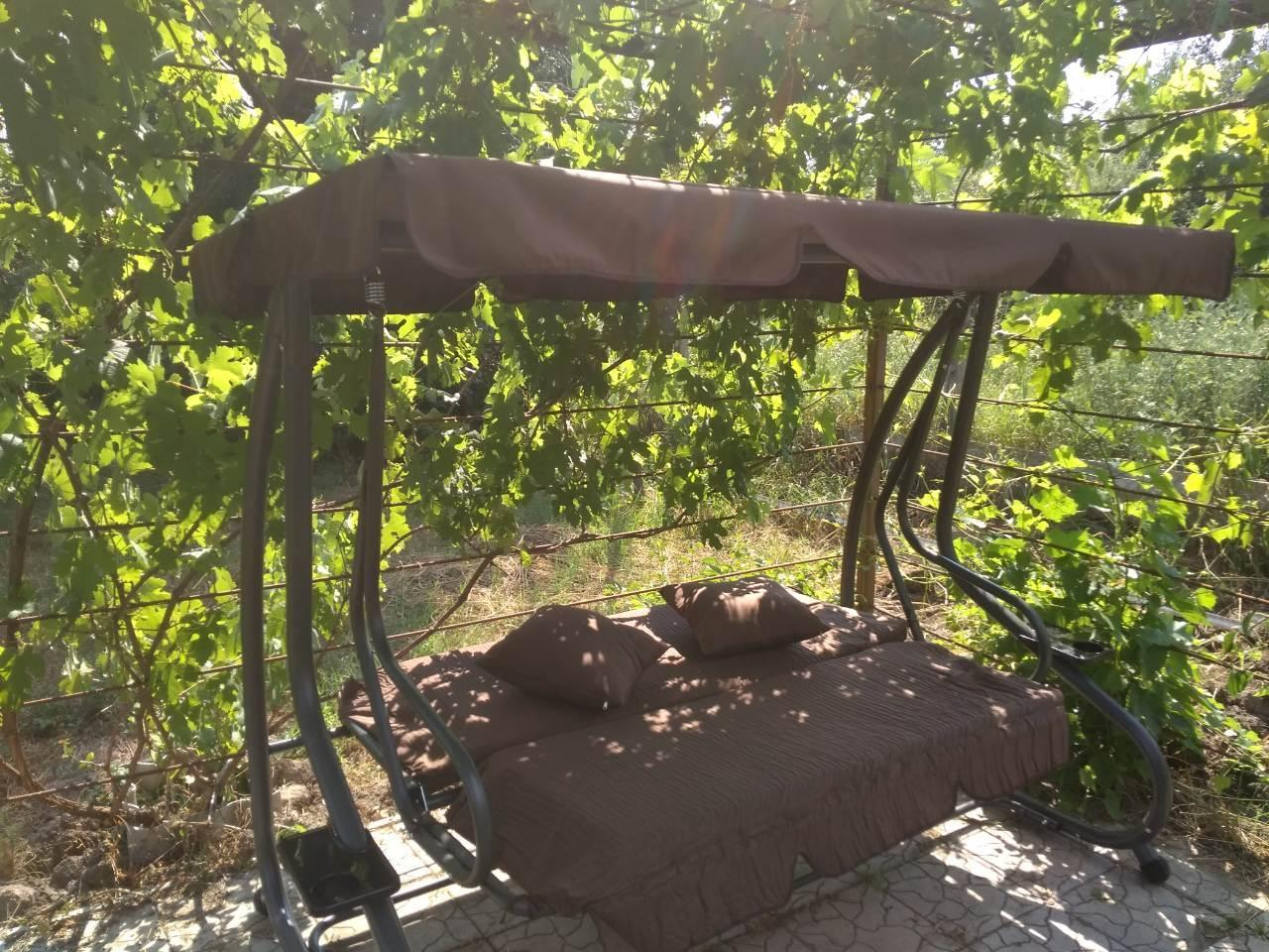 """Садовая качеля-кровать """"Люкс""""  коричневая с подушками, до 250 кг. Распродажа!!!"""
