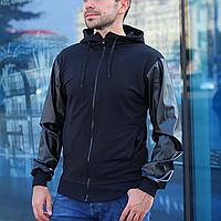 Мужская лёгкая куртка без утеплителя с капюшоном (бомбер, ветровка) с рукавами из кожи