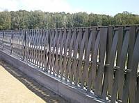 Деревянный забор вертикальный изогнутый волной LNK