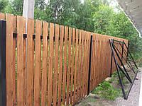 Деревянный забор с металлическими лагами вертикальный дачный LNK