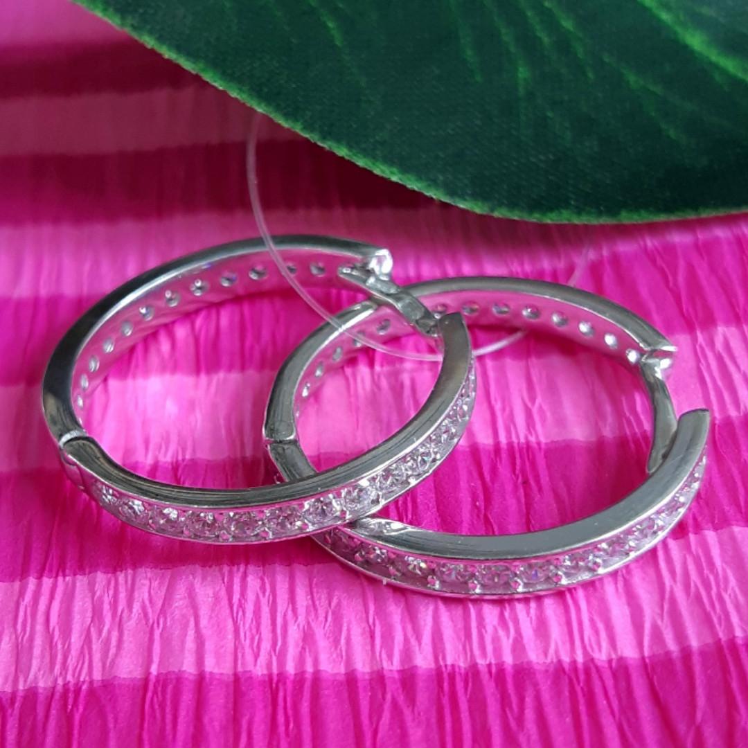 Серебряные родированные серьги-кольца с фианитами - Серьги кольца-конго серебро- Серьги-конго с камнями  22 мм