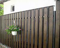 Деревянный забор с металлическими лагами вертикальный для дачи LNK
