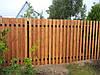 Деревянный забор с металлическими лагами вертикальный для дома LNK