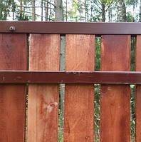 Деревянный забор с металлическими лагами вертикальный двухсторонний LNK