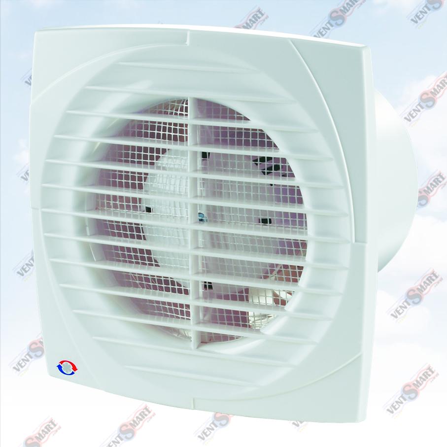 Внешний вид (фото, изображение) вентилятора для ванной Вентс 150 Д белого цвета с тонкой лицевой панелью (всего 6,5 мм). Вентилятор обладает привлекательным и современным дизайном, имеет малое энергопотребление, высокую продуктивность и низкий уровень шума. Оснащён сеткой от насекомых. Модификации Вентс 150 Д: со шнурком, с реле времени, с реле влажности.