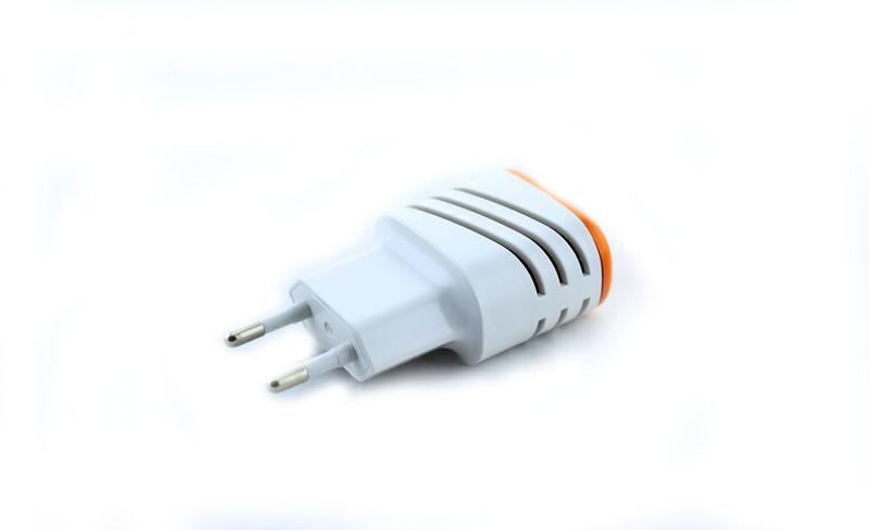 Адаптер зарядка зарядное 220V на 2 USB 046