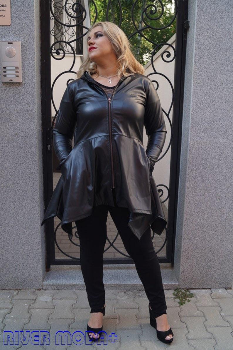 Удлиненная женская кожаная куртка в больших размерах с асимметрией 10ba2091
