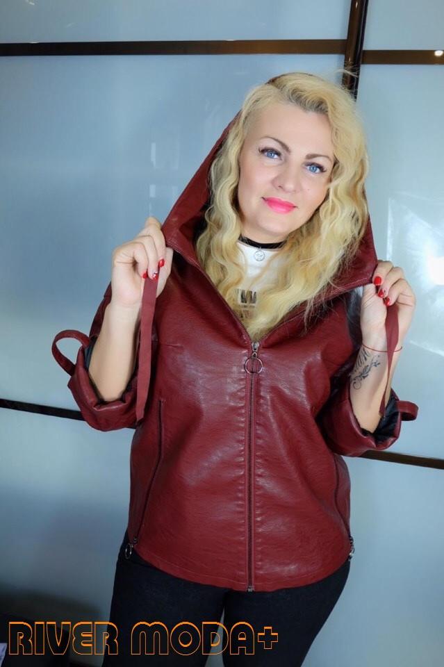 Кожаная прямая женская куртка в больших размерах на молнии и с капюшоном 10ba2092