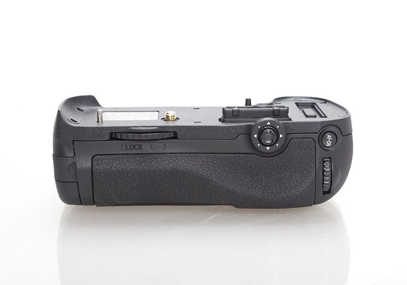Бустер MB-D12 (аналог) батарейный блок для Nikon D800, D800E