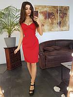 Красное платье-футляр с чашечками