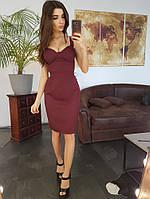Платье-футляр с чашечками бордового цвета