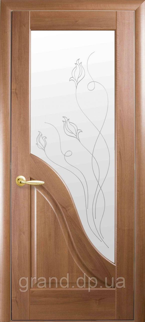 Межкомнатная дверь  Амата ПВХ DeLuxe со стеклом сатин и матовым рисунком, цвет золотая ольха