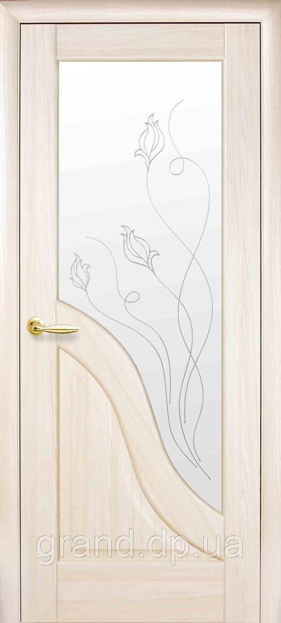 Межкомнатная дверь  Амата ПВХ DeLuxe со стеклом сатин и матовым рисунком, цвет ясень