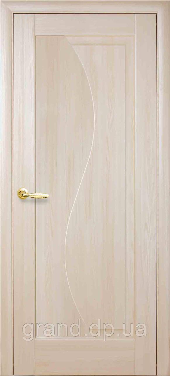 Межкомнатная дверь  Эскада ПВХ DeLuxe глухая, цвет ясень