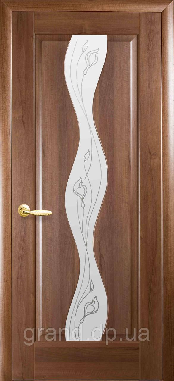 Межкомнатная дверь  Волна ПВХ DeLuxe со стеклом сатин и матовым рисунком, цвет золотая ольха