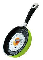 """Настенные часы сковорода на кухню """"Яичница"""" / Салатовые"""