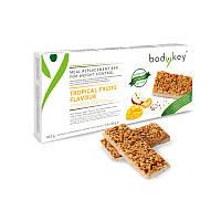 Батончик для замены приемов пищи со вкусом тропических фруктов bodykey от NUTRILITE