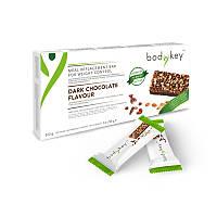 Батончик для замены приемов пищи со вкусом черного шоколада bodykey от NUTRILITE