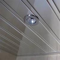 Зеркальный реечный алюминиевый потолок: хром-зеркало