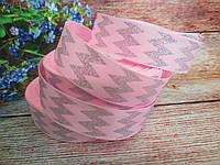"""Лента репсовая """"Шеврон-глиттер"""", серебро на розовом фоне, 2,5 см."""