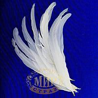 Перо петуха, длинна 25-30см, ширина 2,5см, цвет White, 1шт