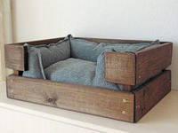 Деревянный лежак для кошки
