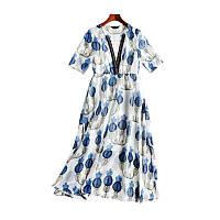 Летнее легкое платье с синим цветочным принтом