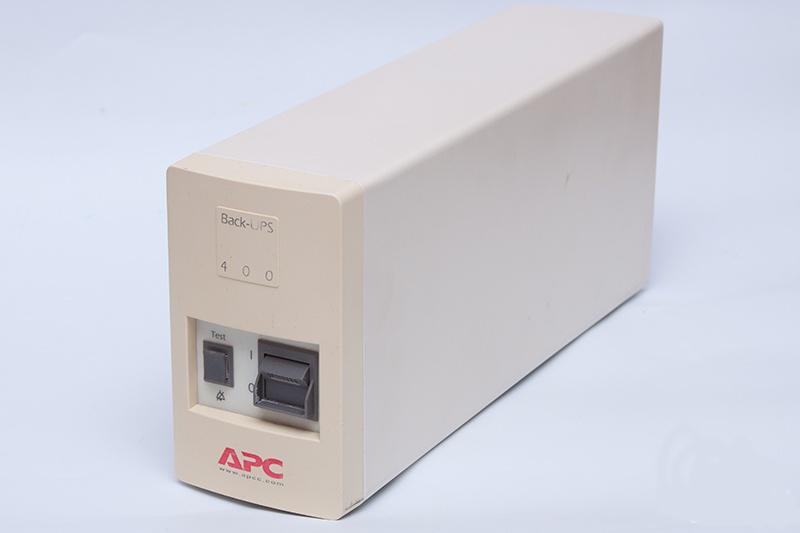 Источник бесперебойного питания, ИБП, ДБЖ, Back-UPS APC 400