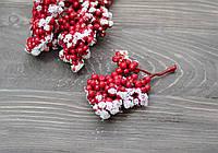 Искусственные ягоды в снегу веткой 1 шт