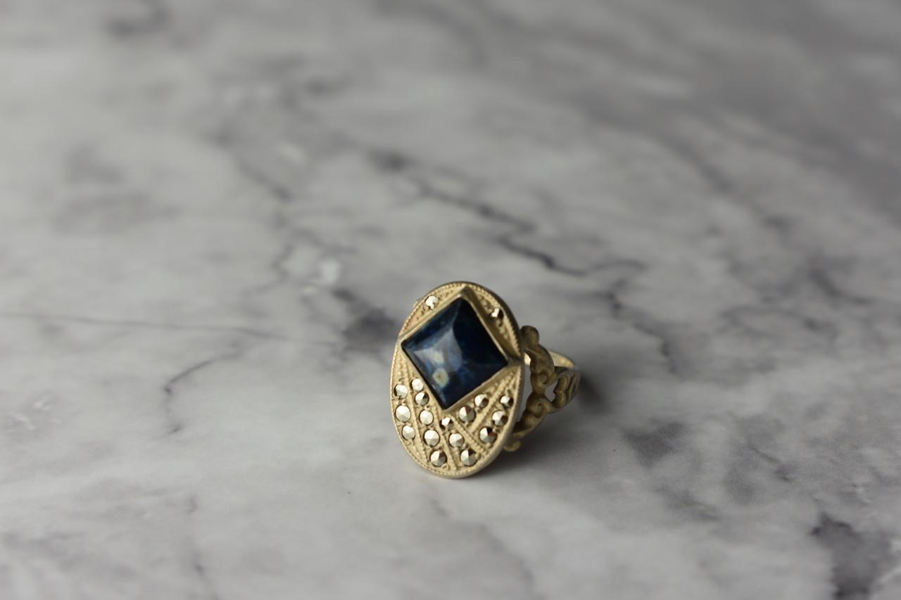 Серебряное кольцо  с камнем Содалит и Марказит