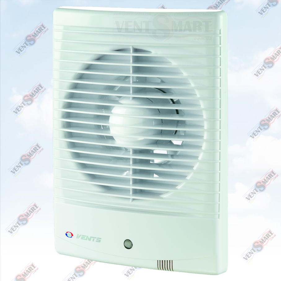 Внешний вид (фото, изображение) настенного вентилятора в ванную Vents 125 M3 белого цвета. Вентилятор обладает привлекательным дизайном, имеет малое энергопотребление, высокую продуктивность и низкий уровень шума. Модификации Вентс 125 М: с обратным клапаном, с двигателем на подшипниках, со шнурком, с реле времени, с реле влажности, датчиком движения.