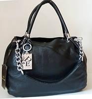 Женская сумка из натуральной зернистой кожи с брелком