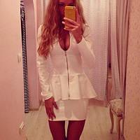 Женский белый костюм с кофтой баска