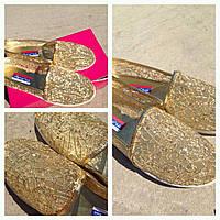 Туфли-балетки в пайетках в золоте