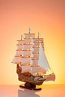 Корабль с розовыми парусами