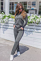 Модный женский спортивный костюм.