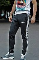 Мужские темно-серые спортивные штаны адидас