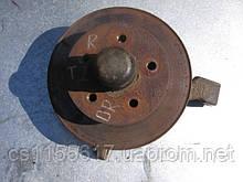 Поворотний кулак правого колеса в зборі на VW Transporter 2 рік 1979-1992