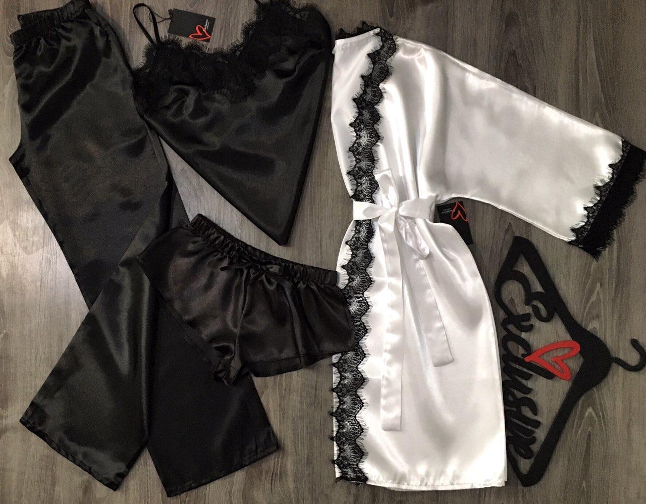 Білий атласний халат і чорна атласна піжама