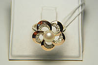 Нарядное кольцо в виде цветка с жемчугом и золотом
