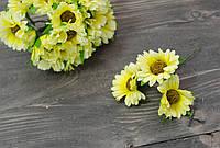Бутоньерка ромашки желтого цвета 3 шт
