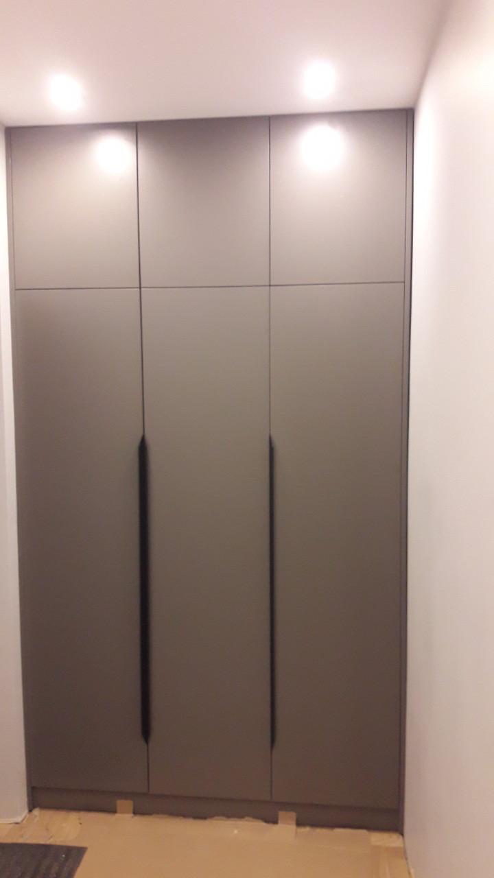 Шкаф в прихожую с антресолью встроенный