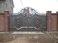 Роспашные кованые ворота с львом для дач