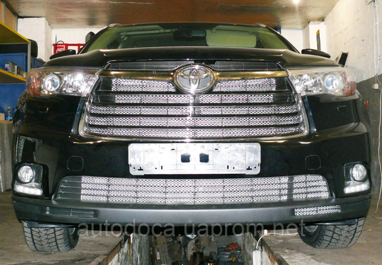 Декоративно-защитная сетка радиатора Toyota Highlander 2013-  фальшрадиаторная решетка, бампер